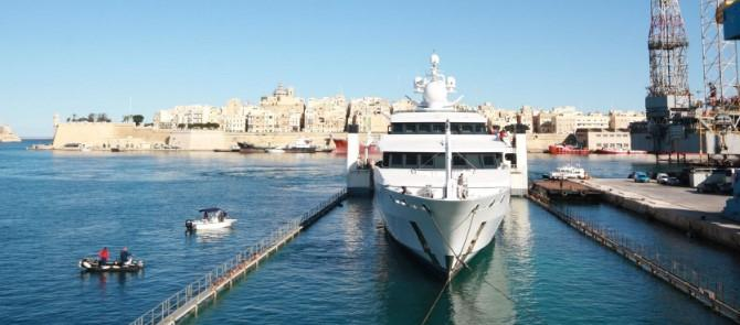 O&S Shipping Handle Transport of 500tn Super Yacht